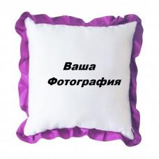 Фото на белую подушку с фиолетовым узором