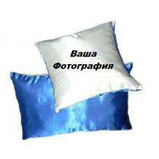 Фото на бело-синей подушке