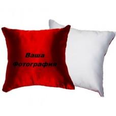Фото на бело-красной подушке