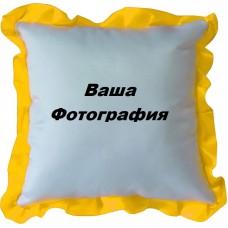 Фото на белую подушку с желтым узором